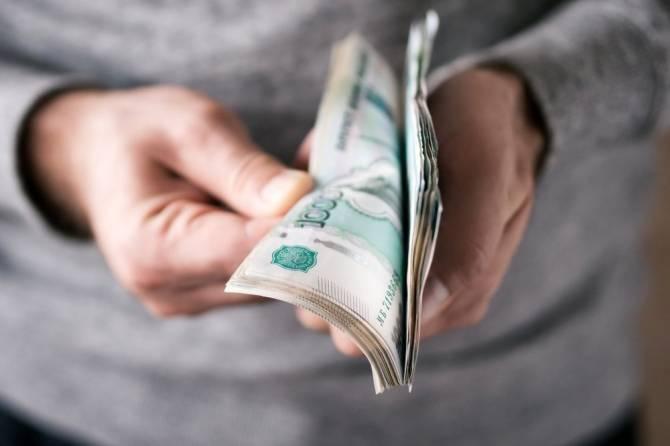 На швейном предприятии в Сураже платили зарплату в конверте