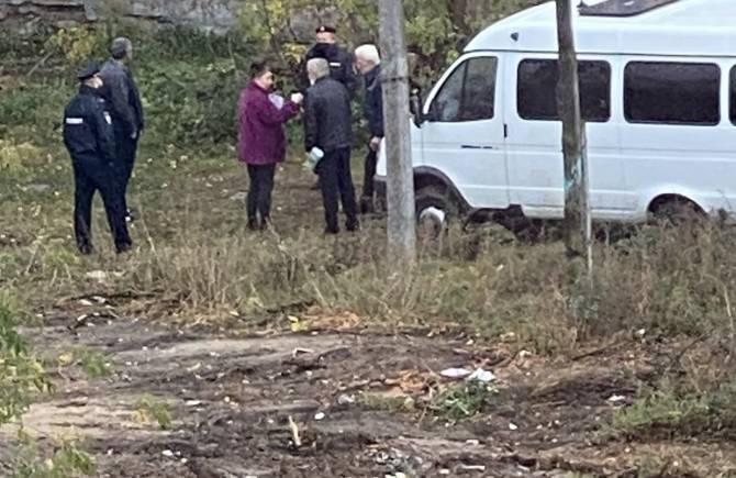 Следователи выясняют причину смерти мужчины при сносе дома в Брянске