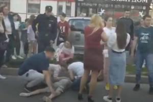 В Брянске на улице Горбатова под колеса легковушки угодил подросток
