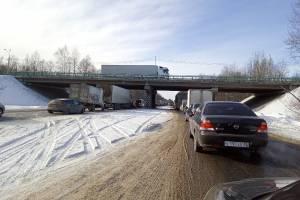 На месте страшной аварии под Брянском  образовалась гигантская пробка