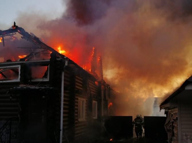 В Добруни под Брянском загорелся дом