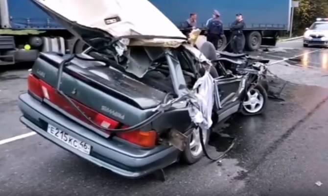 В жуткую аварию под Брянском попал ВАЗ с курскими номерами