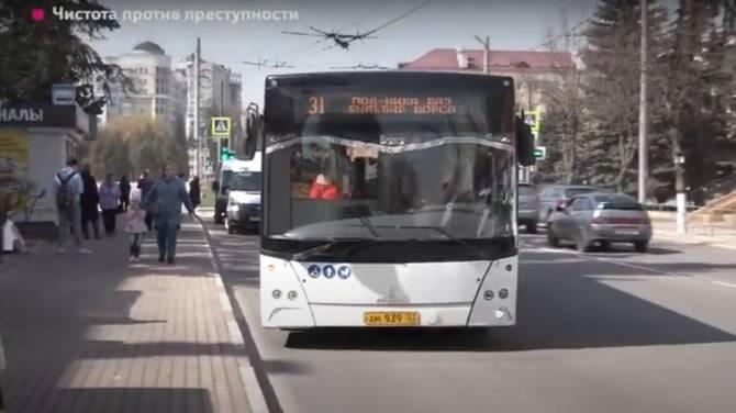 В Брянске тряпочками протёрли сиденья новеньких автобусов