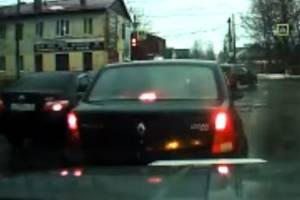 В Брянске сняли на видео лихача на иномарке