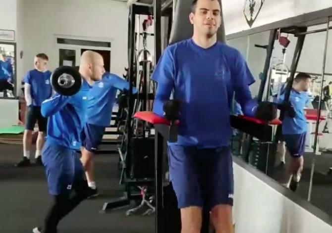 Футболистов брянского «Динамо» метель загнала в тренажерный зал