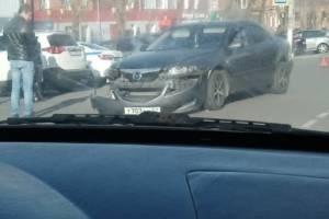 В Новозыбкове столкнулись легковушки Renault и Mazda