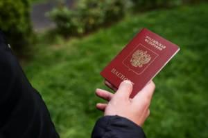 В Брянске в мусорном контейнере нашли загранпаспорт девушки из Смоленска