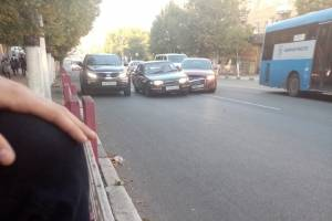 В Брянске возле «Родины» разбились две легковушки