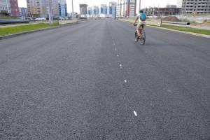 В Брянске на новой дороге по Советской начали наносить разметку