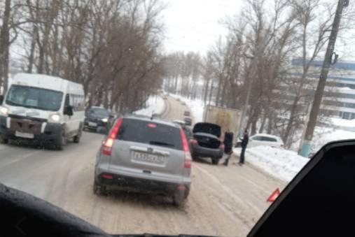 В Брянске у «Аэропарка» в аварию попала легковушка