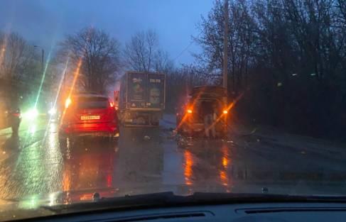 В Брянске на улице Бурова произошла авария