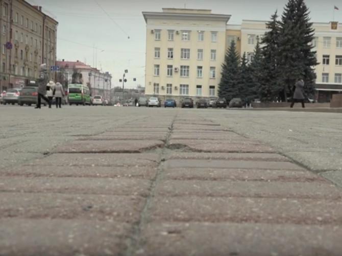 В Брянске раскрыли секрет разрушенной плитки на площади Ленина