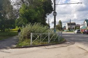 В Брянске уродливый забор взбесил жителей 10-го микрорайона
