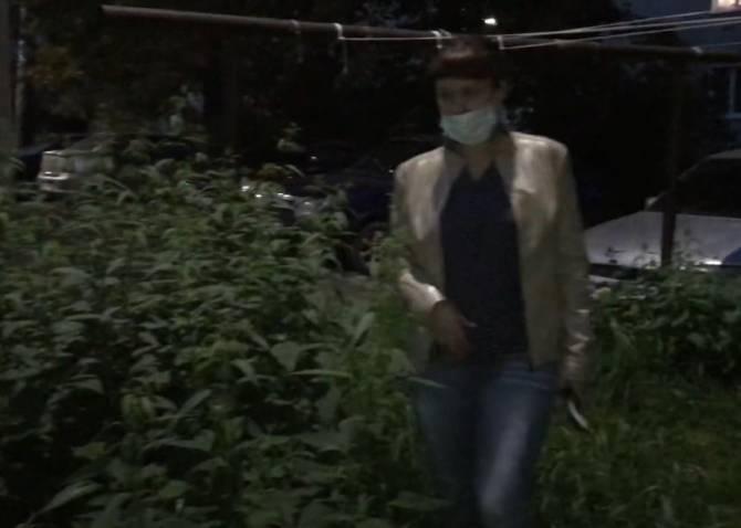 В Карачеве взбунтовались из-за зарослей крапивы в «благоустроенном» дворе