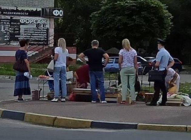 В Брянске устроили облаву на торгующих овощами пенсионерок