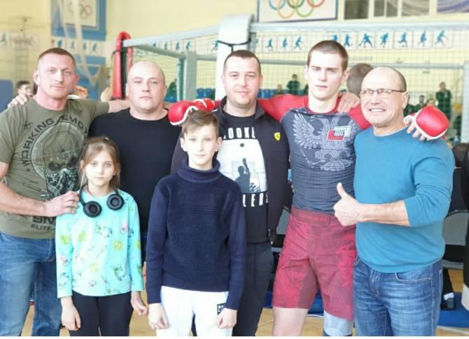 Иван Сизых из Белых Берегов победил на областном турнире по ММА