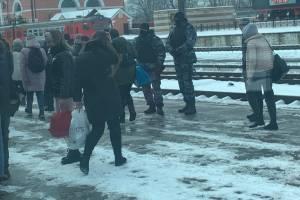 ОМОН и полиция окружили железнодорожный вокзал Брянска