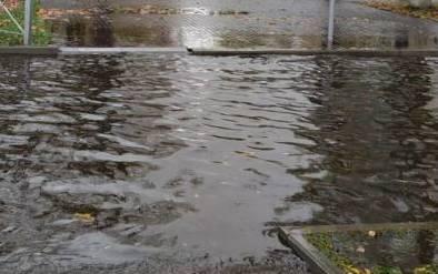 В Брянске снова затопило пешеходные переходы возле Мясокомбината