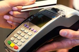 В Брянске девушка устроила шопинг за чужие деньги