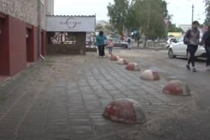 В Брянске школу парикмахеров обвинили в захвате тротуара
