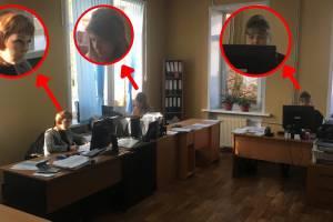 Брянский активист устроил скандал с приставами из-за маски