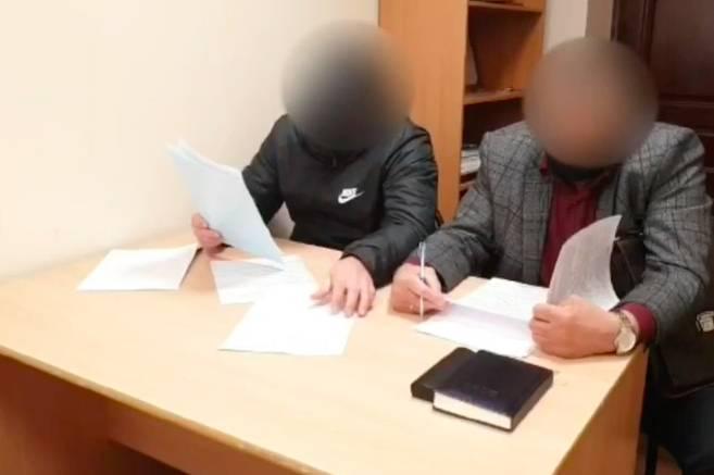 В Брянске сняли на видео задержанного за взятку полковника УМВД
