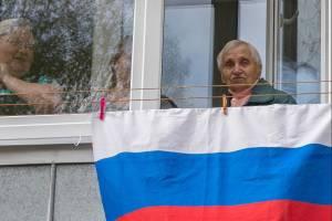 В Брянске в День Победы ветерану подарили портрет на стене