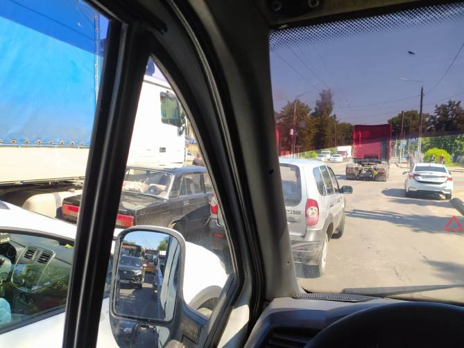 В Брянске из-за ДТП на «Мечте» образовалась гигантская пробка