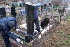Осужденные суражской колонии навели порядок на могилах ветеранов войны