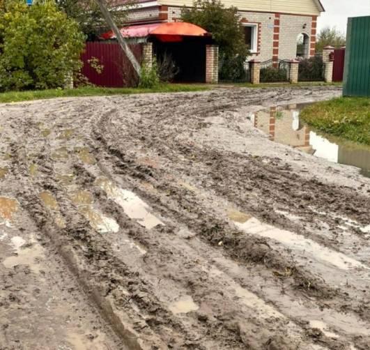 В  Суземке после дождя дороги превратились в грязевое месиво