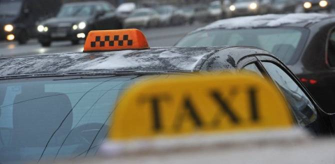 Брянский таксист обокрал пассажира