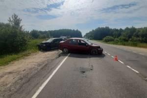 Под Брянском пенсионер на Renault устроил ДТП: ранен 26-летний парень