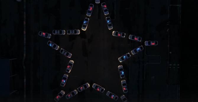 Брянские сотрудники ГАИ построили из автомобилей светящуюся звезду