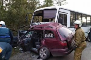 Очевидец: В жутком ДТП с автобусом в Брянске кондуктор вылетела через стекло