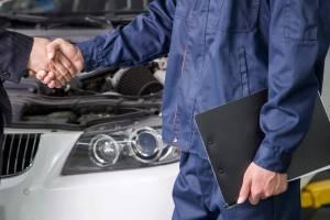 Брянец продал за 50 тысяч рублей полученный для ремонта автомобиль