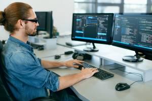 За год спрос на программистов в Брянской области вырос на 37,6%
