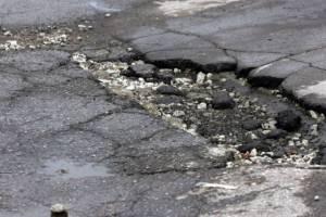Брянская ГИБДД выдала больше 100 предписаний по ремонту разбитых дорог
