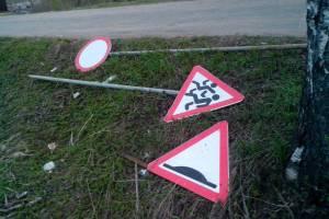 Брянец украл дорожные знаки для строительства беседки