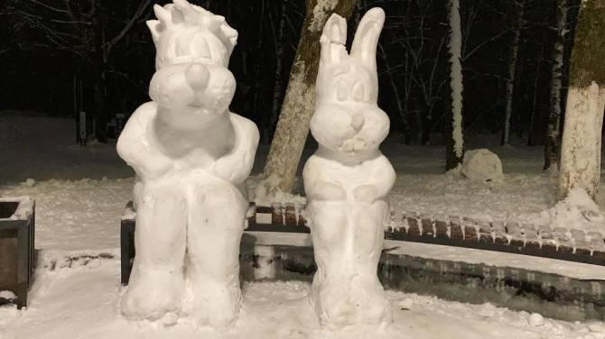 В Брянске на Кургане появилась выставка снежных скульптур