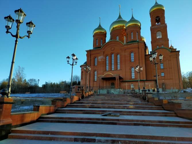 В Клинцах завершается благоустройство территории у кафедрального собора