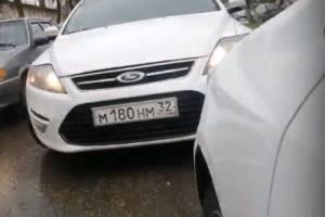 В Брянске конфликт водителей на улице Транспортной сняли на видео