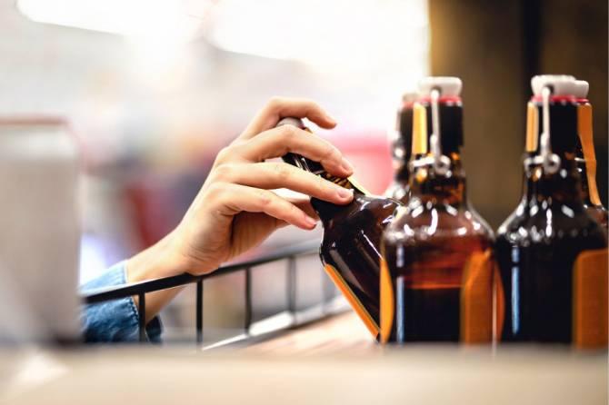 В Новозыбкове девушка украла в магазине несколько бутылок дорогого алкоголя