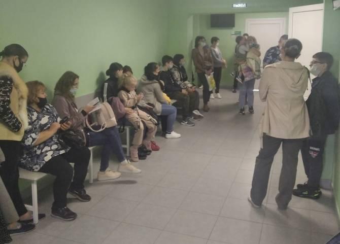 Огромные очереди в детской поликлинике брянцы назвали бардаком