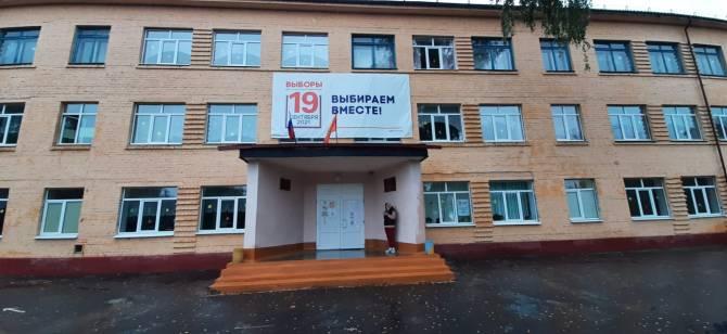 На брянском УИК №64 у наблюдателя вырвали из рук телефон