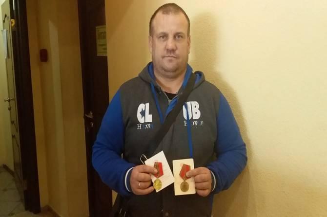 Родственникам брянского ветерана вернули найденные на свалке награды