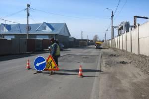 В Брянске начался ремонт разбитой дороги на Речной