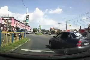 Переехавший стоп-линию водитель засветился в брянских пабликах