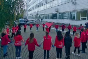 В Брянске волонтеры выстроились в огромное сердце