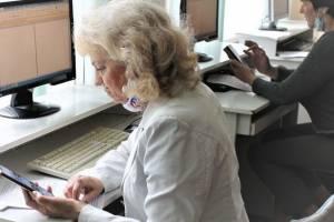 В Брянске 97 пенсионеров сразились в компьютерном многоборье