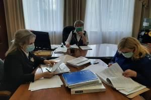 Брянский омбудсмен разъяснила права детям-сиротам
